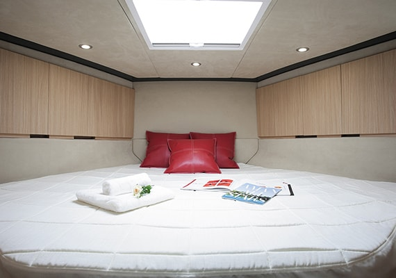 The king size bed is prepared for the bow berth. The bed cover is optional(OPT).