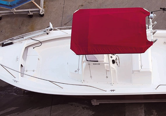 T-Top awning(OPT), Bow Pulpit(OPT),Stern Pulpit(OPT), deck from above.