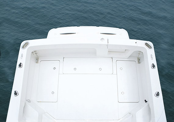 Wide, Flat aft deck, Enable fight with big fish.