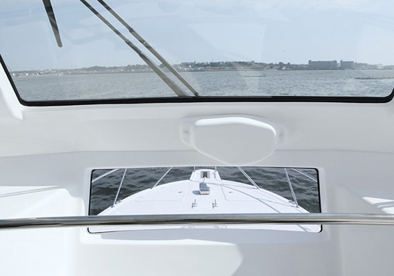 Functional window that can see the bow deck from the driver's seat.