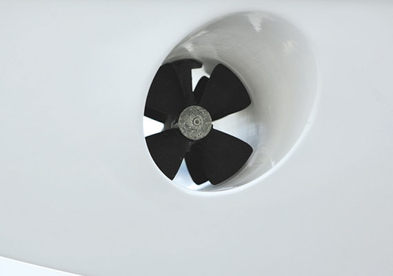 The bow thruster that is convenient for detachment and arrival.